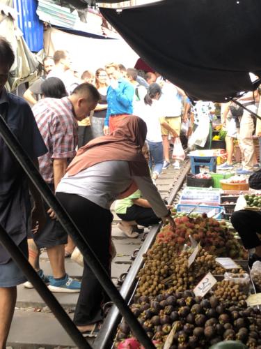 メークロン市場内